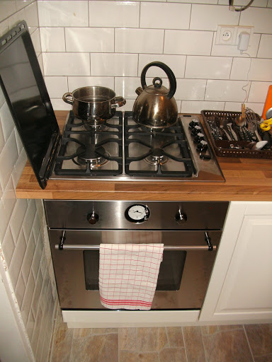 Kuchyňská linka – postavená!