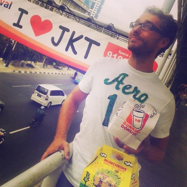 Fotka od Verunky. I takhle se daji slavit narozky!! #birthday in #Jakarta by #donutlover