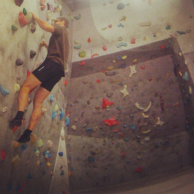 Fotka od Ferdika. Every sport is difficult at the beginning. For #bouldering it is double true! Ufff. 7/366. # boulder, #climbing