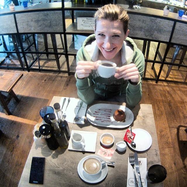 Fotka od Ferdika. 31/366: Celebrating finishing my first instamonth with morning #americano & #flatwhite in our favorite #holesovice spot @labottegatusarova with @verunkavalent. #morningcoffee, #coffee, #praguecoffee