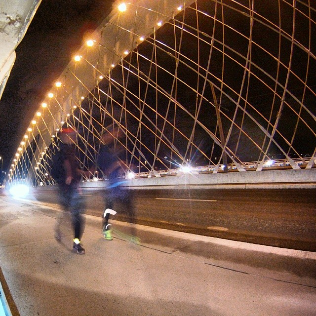 Fotka od Ferdika. 32/366: Invisible runners on #Trojskymost. I have almost forget how great it is running the city at night with @verunkavalent. #nightrun, #running, #runningprague, #trainhard, #cityrun