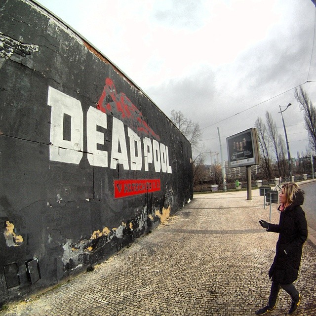 Fotka od Ferdika. 72/366: Checking out the local #streetart in the morning and finally enjoying the same movie in the evening with @verunkavalent & @deadpoolmovie. #deadpool, #marvel, #holesovice, #praha7