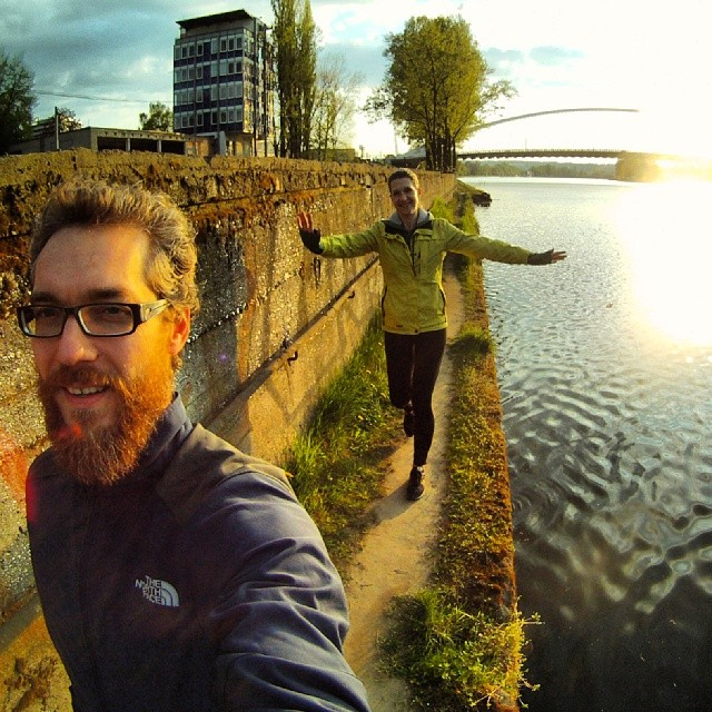 Fotka od Ferdika. 123/366: #Monday #afternoon #river #walk, visit at #beer stand & #kiss under the flowering tree... This is the best time of the day:-) #gopro, #goprohero, #bestoftheday