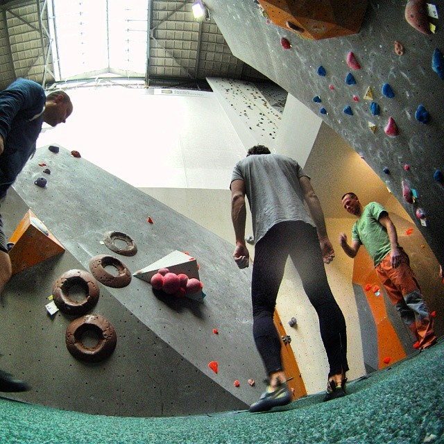 Fotka od Ferdika. 124/366: I like this friendly atmosphere in #boulderym where everybody is trying to help each other to solve the problem. #boulder, #bouldering, #lasportiva, #ocun, #climbing, #gopro, #goprohero, #bestoftheday