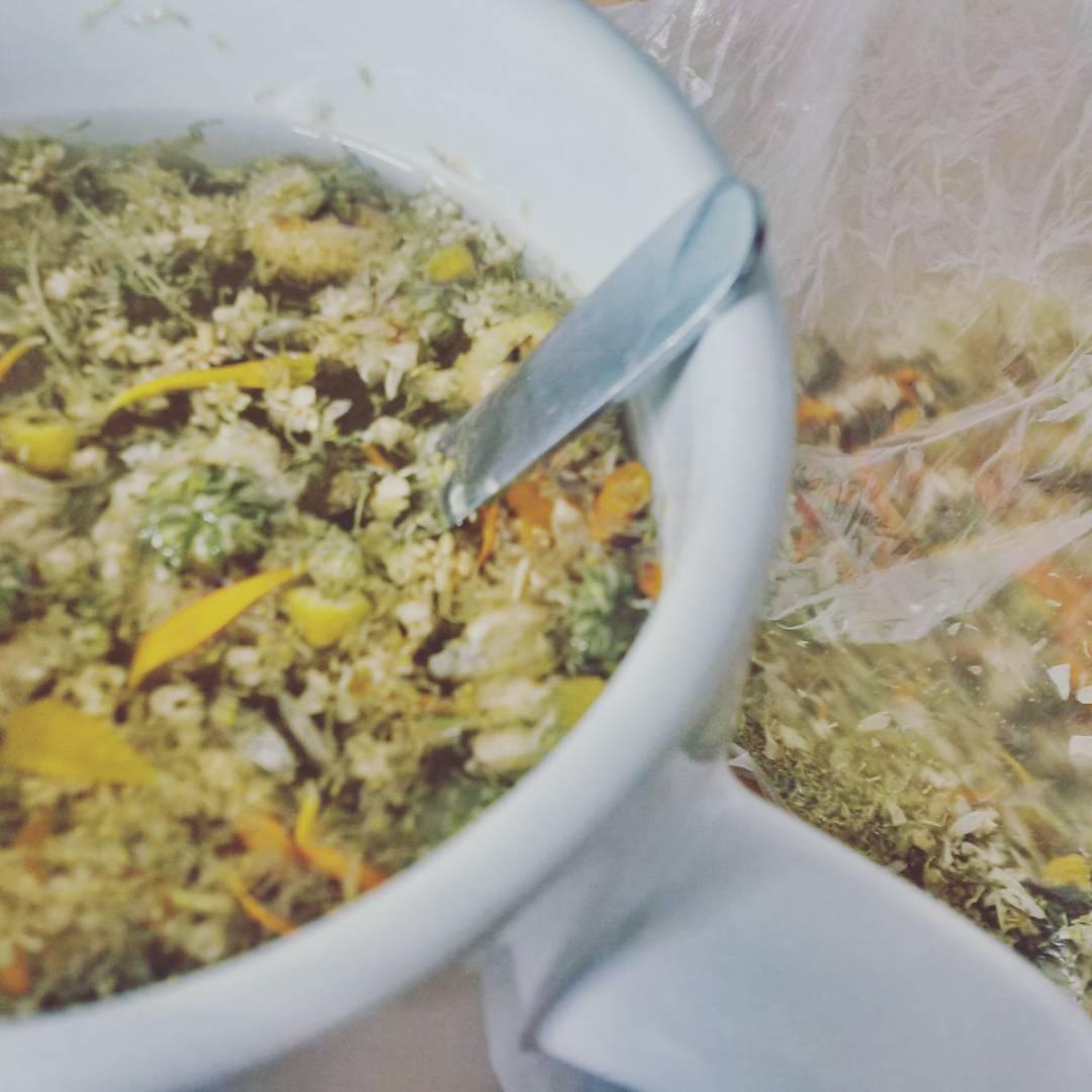 Fotka od Ferdika. 179/366: Healing tea from #camomile, #marigold, #elderflower. #herbs, #medicine