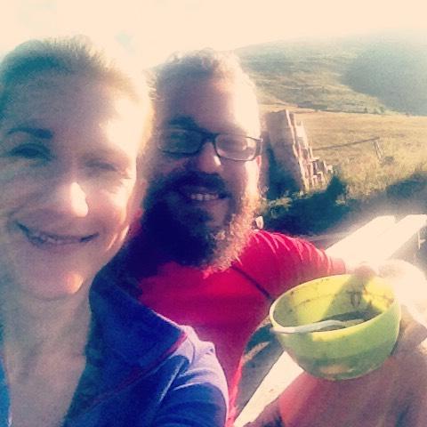 Fotka od Verunky. Snidane na terase chaty #durkova v 6:30 rano!! Vyhled pecka, slunicko, domaci ovesna kase (nase) - jaky lepsi start si prat!