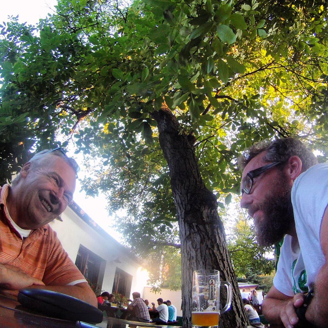 Fotka od Ferdika. 231/366: #Father and son's #discussion about #Olympic games #Rio. #obora, #oborahvezda, #beer, #beergarden,#gopro, #goprohero, #bestoftheday, #photooftheday
