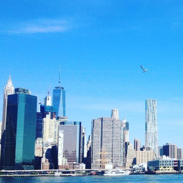 Fotka od Verunky. Dolni Manhattan jako malovany.. @ferdinandvalent boulderi a ja couram v #brooklynbridgepark