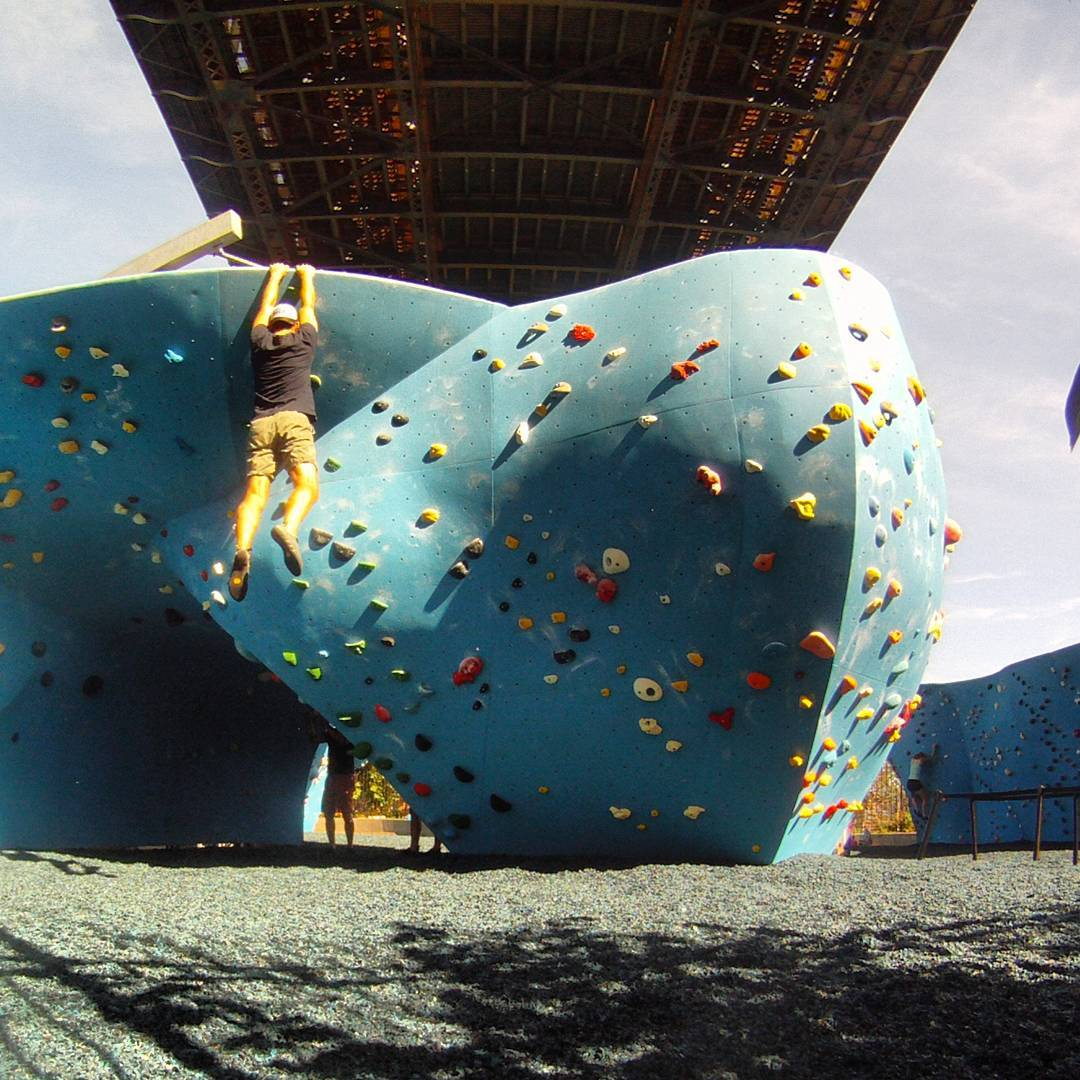 Fotka od Ferdika. 240/366: Morning & afternoon #bouldering under #Manhattanbridge in#Dumboboulders. Funny routes, great weather & blisters:-) #boulder, #climbing, #climb, #balance, #gravity, #nyboulder, #climbing, #ocun, #lasportiva, #shotoftheday, #bestoftheday, #photooftheday, #gopro, #goprohero
