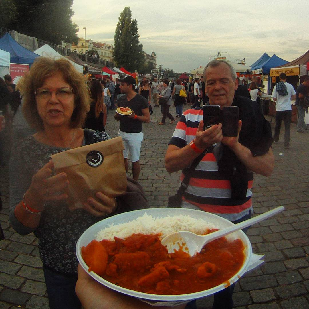 Fotka od Ferdika. 275/366: Great #afternoon with #mum & #dad visiting #chillifest on #Naplavka. Tried some #spicy #indianfood but I have to say, that #chilli #peppers from our #garden are more spicy. #food, #festival, #foodfestival, #gopro, #goprohero, #bestoftheday, #topoftheday, #picoftheday