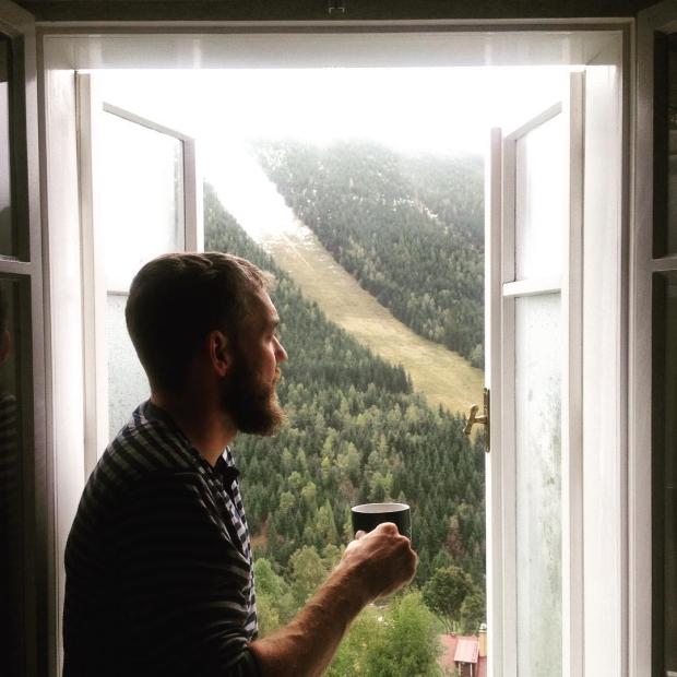 """Fotka od Verunky. Loucime se s """"Keerkonosema"""" @ferdinandvalent s kavickou a nas vyhled z okna #spindl #spindleruvmlyn #hotelpanorama"""