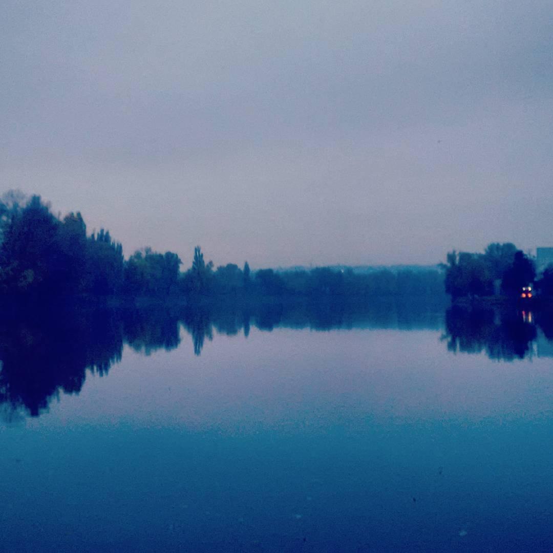 Fotka od Ferdika. 299/366: Good morning from #sleepy #Prague. #easyrun, #run, #running, #runner, #vltava, #morningrunm, #morningsun, #goodmorning, #river, #sunrise,#bestoftheday, #photooftheday, #pictureofthedays