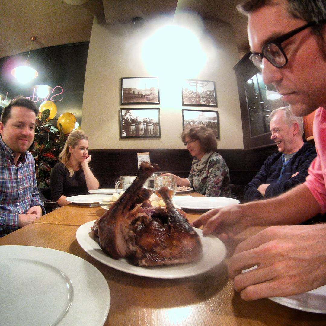 Fotka od Ferdika. 210/366: That look:-) #food, #celebration, #celebrate, #family, #familytime, #beer, #beerhouse, #gopro, #goprohero, #bestoftheday, #topoftheday, #photooftheday