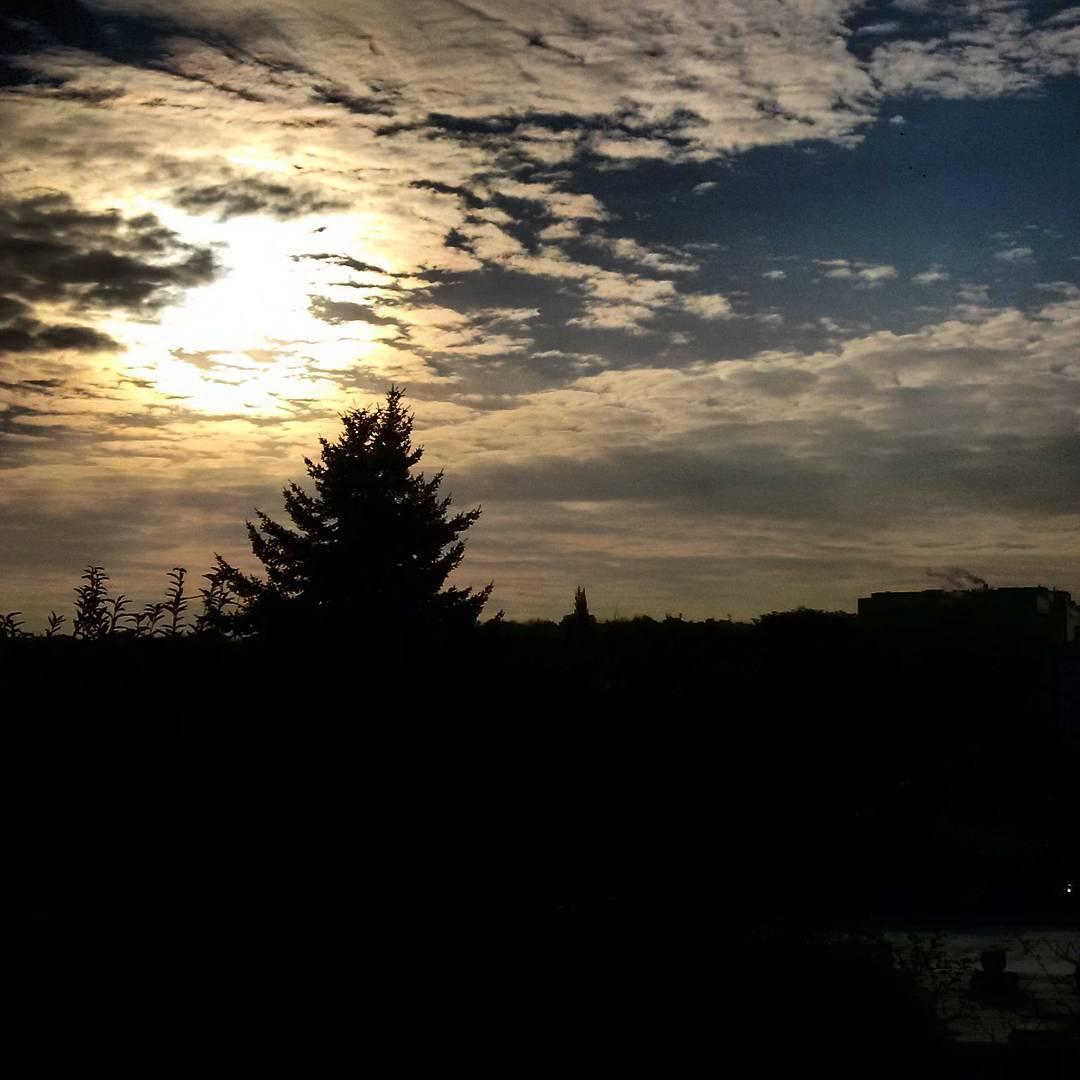 Fotka od Ferdika. 313/366:Discover new #viewpoint this morning on my way to work - #Parukarka. #sunrise, #nofilter, #clouds, #morning, #goodmorning, #walk, #walking, #flora, #prague, #zizkov, #photooftheday, #picoftheday, #topoftheday