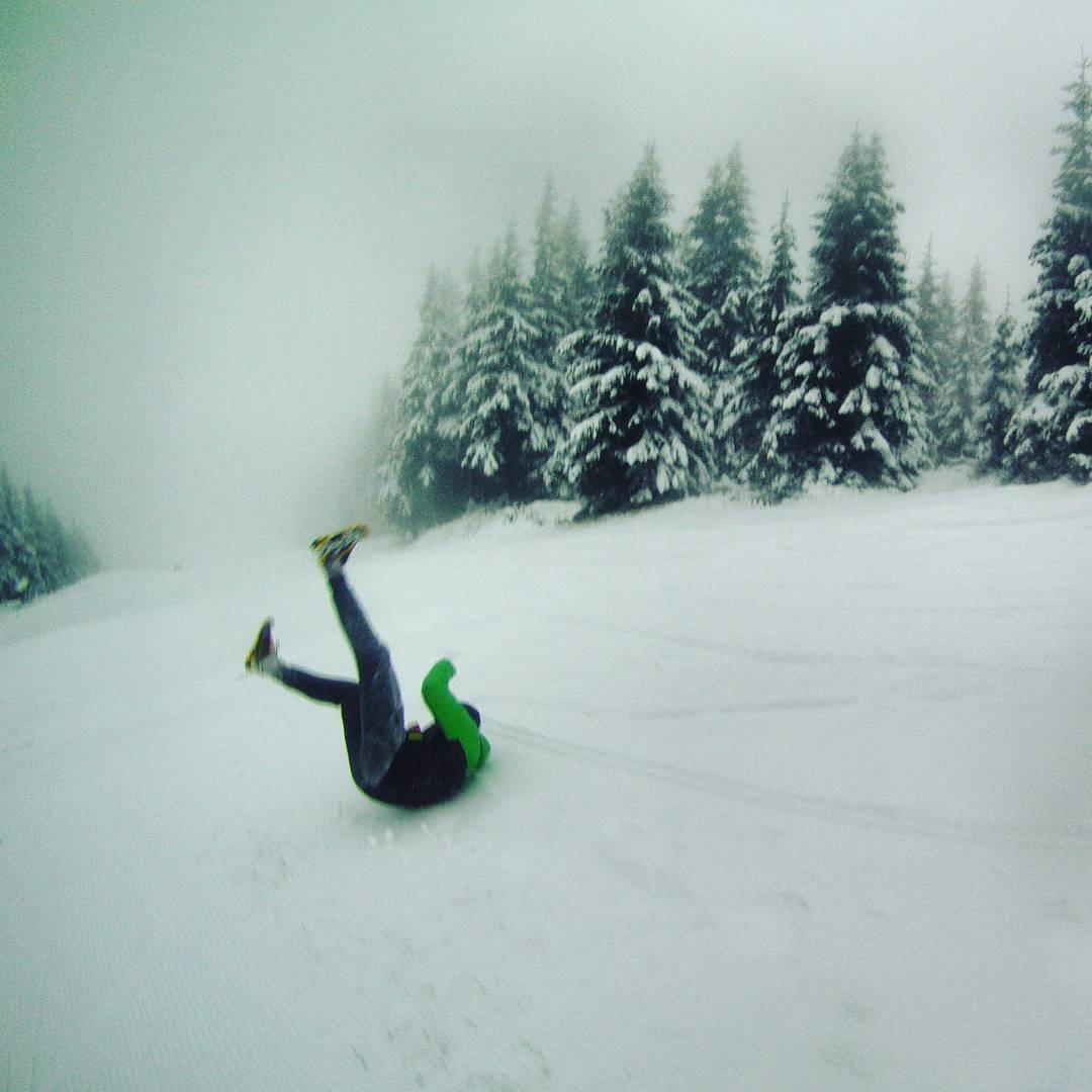 Fotka od Ferdika. 316/366: Going crazy in the snow on the skiing slope from the #Medvedin to #Spindl. #run, #crazyrun, #training, #running, #lasportiva, #lasportivarunning, #fellrunning, #mist, #misty, #gopro, #goprohero, #bestoftheday, #topoftheday