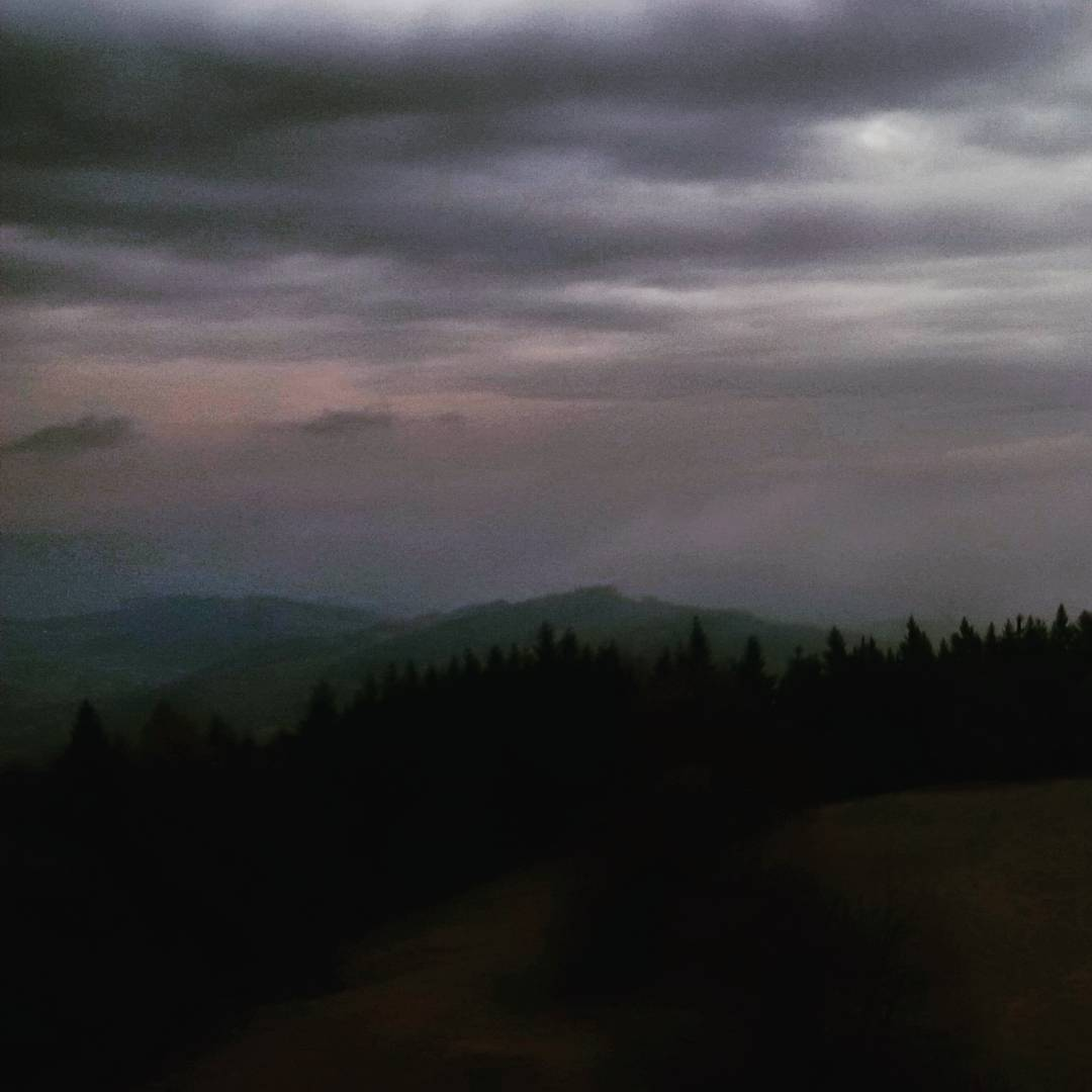 Fotka od Ferdika. 323/366: Dark #sunset #horizon from #viewpoint #Kozakov on my way to #Krkonose #mountains again. #weekend, #view, #dark, #cloudy, #windy, #hills, #trail, #hike, #nature, #bohemia, #panorama, #panoramaview, #bestoftheday, #photooftheday, #pictureoftheday