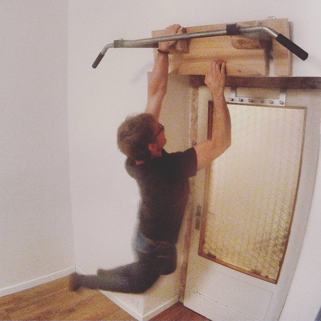 Fotka od Ferdika. 345/366: I was finally able to finish installing the #baseboards and than built #wooden #fingerboard for my #fingertraining. #Goodday! #training, #hardwork #bobthebuilder, #saw, #hobby, #diy, #doityourself, #gopro, #goprohero, #bestoftheday, #topoftheday, #picoftheday