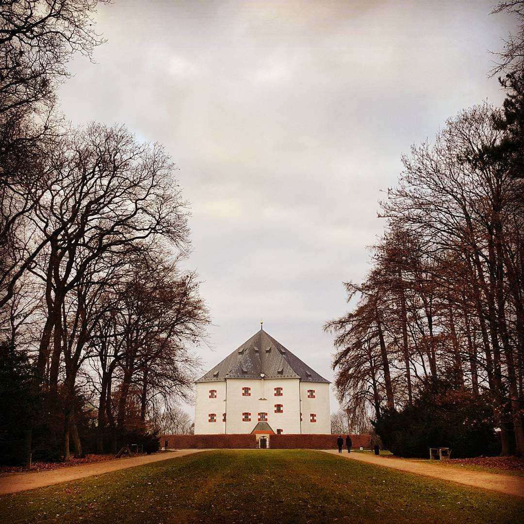 Fotka od Ferdika. 353/366: Just small #walk in #Oborahvezda to remind me how does it feel. #freshair, #walking, #nature, #park, #weekend, #autumn, #winter, #prague, #praguepark, #bestoftheday, #photooftheday, #picoftheday