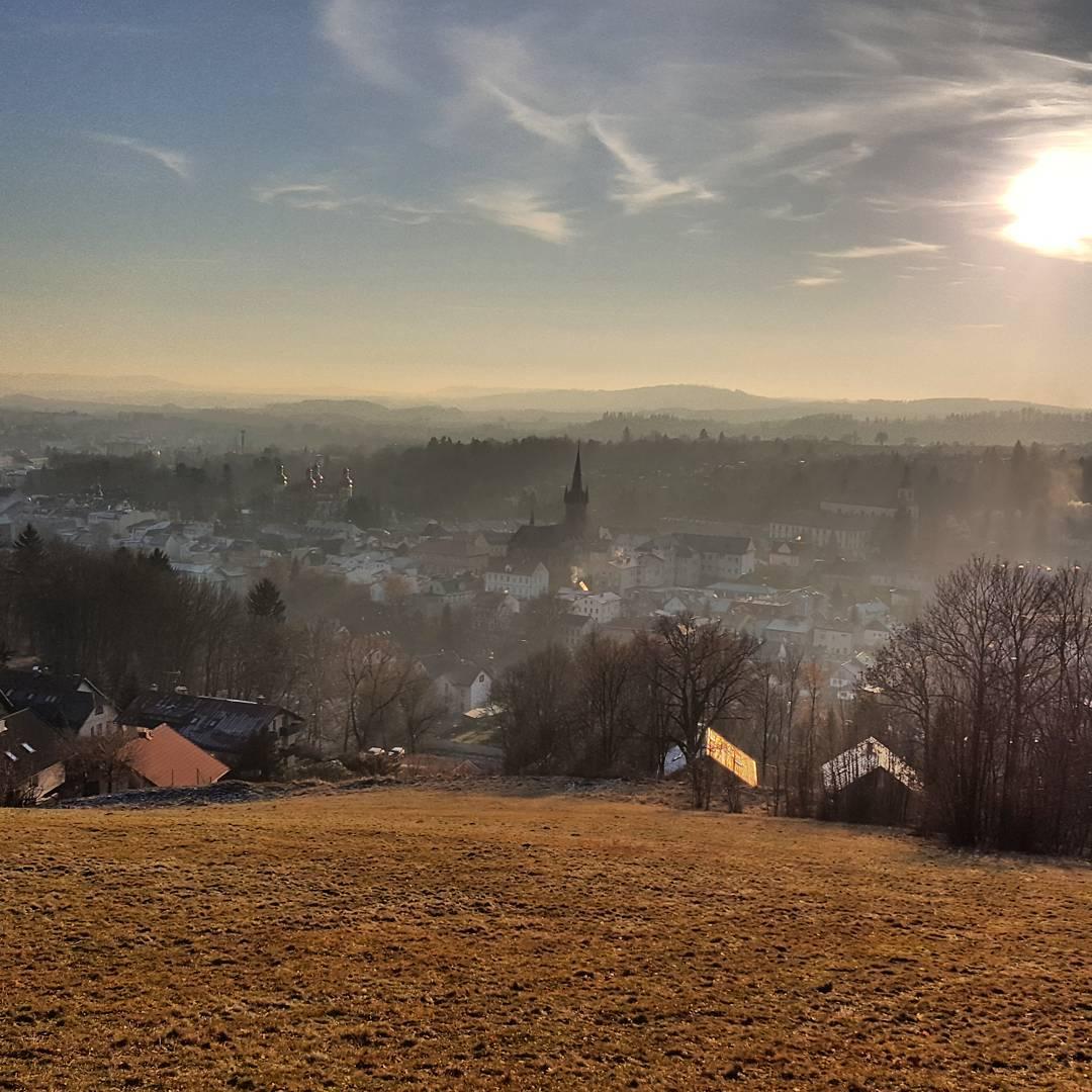 Fotka od Ferdika. 365/366: #Restday = great #flatwhite in #cafeblackandwine in #Vrchlabi and then some near #hills with great #views. #krkonose, #hike, #panorama, #sun, #sunnyday, #mountains, #bestoftheday, #photooftheday, #picoftheday