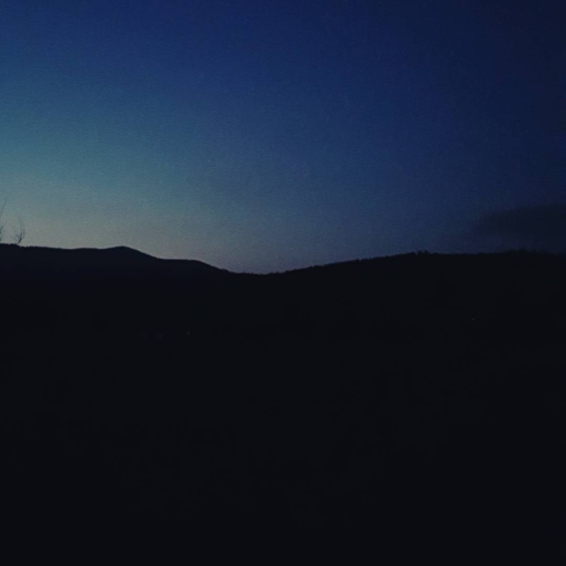 Fotka od Ferdika. Last shades of light. This means that Is time to go home. #sumava, #bobik, #bobikpeak, #hike, #hiking, #fellrunning, #trail, #trailrun, #nature, #darkness, #blue, #run, #recoveryrun, #sunset