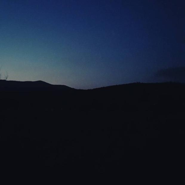 Fotka od Ferdika. Last shades of light. This means that Is time to go home. #sumava, #bobik, #bobikpeak, #hike, #hiking, #fellrunning, #trail, #trailrun, #nature, #darkness, #blue, #run, #recoveryrun, #sunset