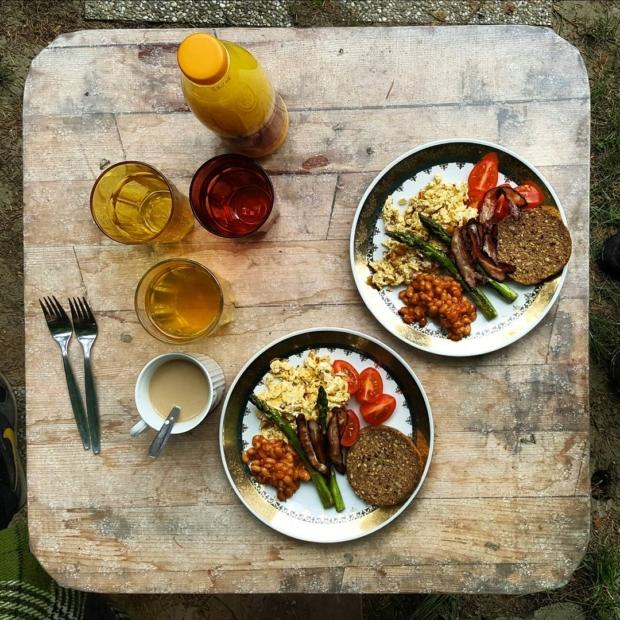 Fotka od Ferdika. #Breakfast at #contryside. #outsidethecity, #weekend, #asparagus, #food