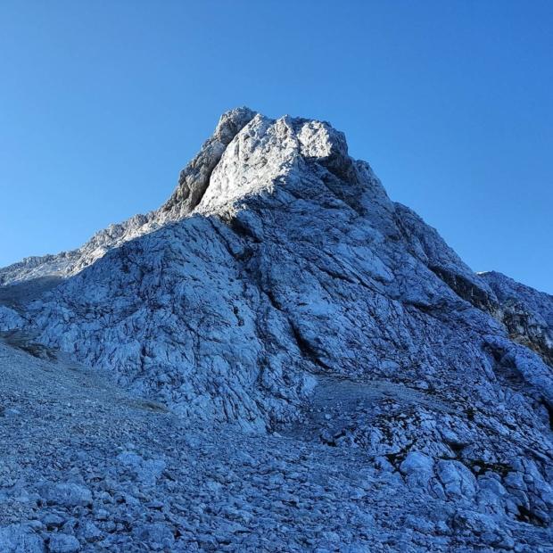 Fotka od Ferdika. Good morning from #Špik (2473m) & #Lipnica (2417m). #slovenia, #nature, #mountains, #morning, #morningrun, #elevation, #fellrunning