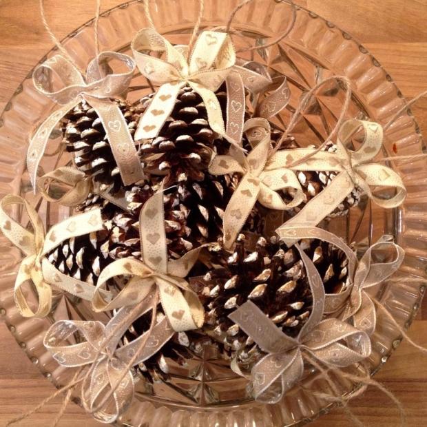 Fotka od Verunky. Pripravy na vanoce 🎄 Mate uz doma svou sisku? #christmas #siska #siskadokazderodiny #christmascrafts #pinecones