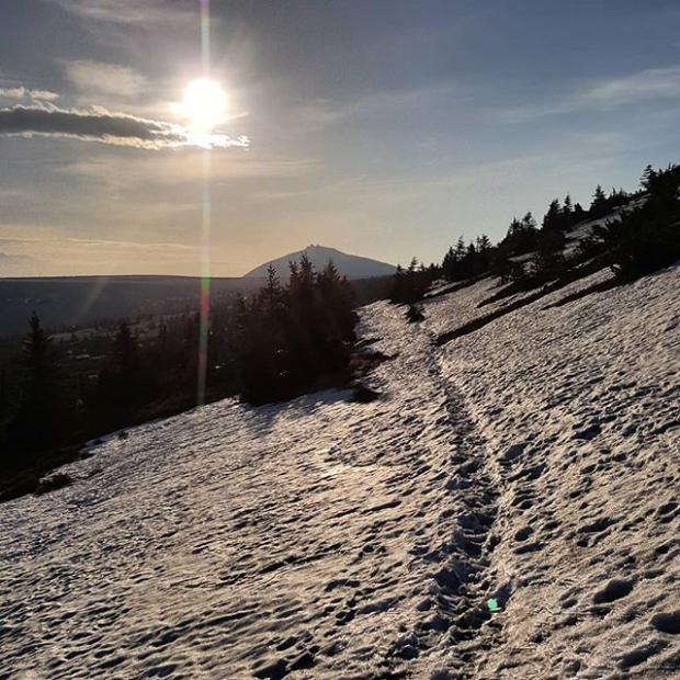 Fotka od Ferdika. #morningrun from #spindleruvmlyn to #lucnibouda & back to catch the breakfast. #run, #trailrunning, #trail, #fellrunning, #mountains, #krkonose, #sun, #snow, #nature, #snezka