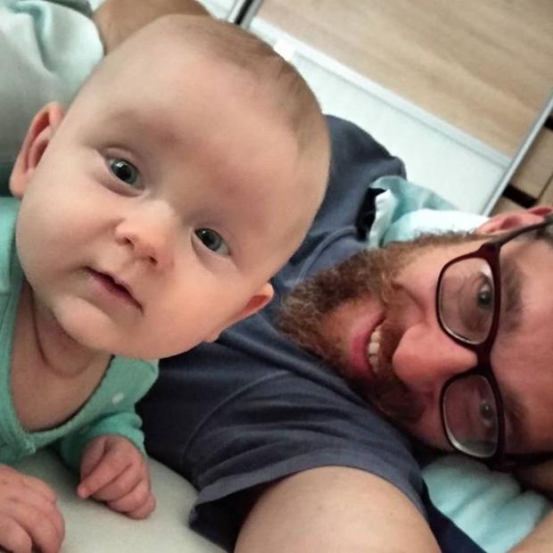 Fotka od Verunky. Neni nad to,kdyz se malej a velkej rano smeje #elismarja @ferdinandvalent #morningsmiles #littlelove #biglove #♥️