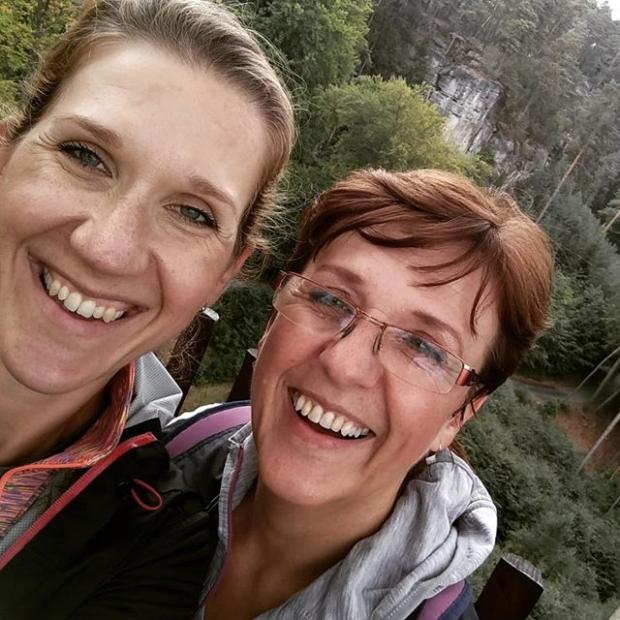 Fotka od Verunky. Bajecny vikend s babickou Lúd'ou v Ceskem raji 🐾🏞️ #elismarja jen zarila 🌞 a ja taky 😄