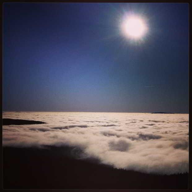 Fotka od Ferdika. Good morning from #Boubin peak above the clouds and mist with @verunkavalent. #sumava, #track, #panorama