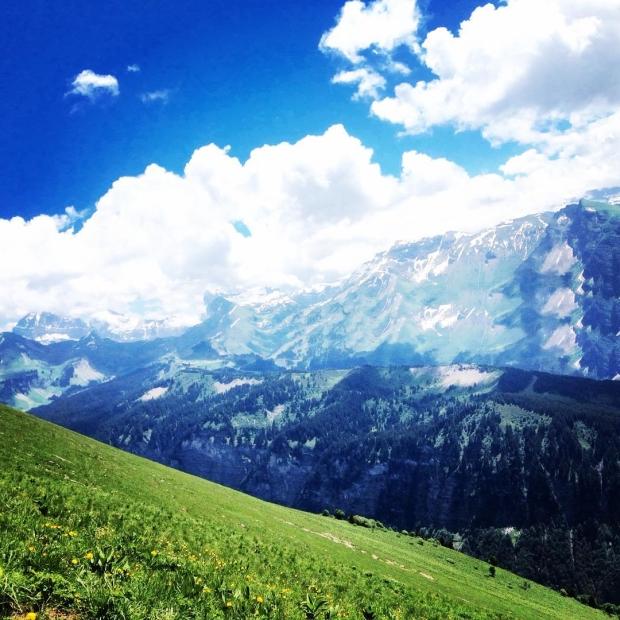 Fotka od Verunky. Zpatky v Savojskych Alpach, den 1.:narozeniny, vyslap, ovecky, osvezeni v horske bystrine, vecere ve franc.hipster bistru s @ferdinandvalent ❤️