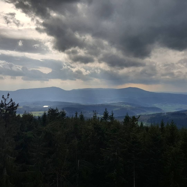 Fotka od Ferdika. Two #peaks on the #horizon: #Boubin (1362) on the right and #Bobik (1264) on the left were our destinations today. #nature, #forest, #hike, #hiking, #view, #viewpoint, #sumava, #kubovahut